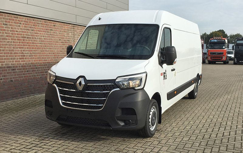 RE1907 Renault Master Red Edition-1